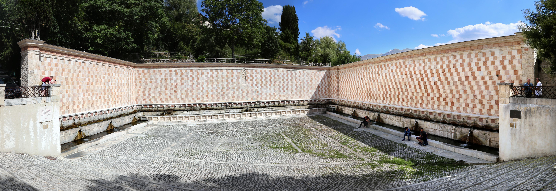 Fontana delle novantanove cannelle